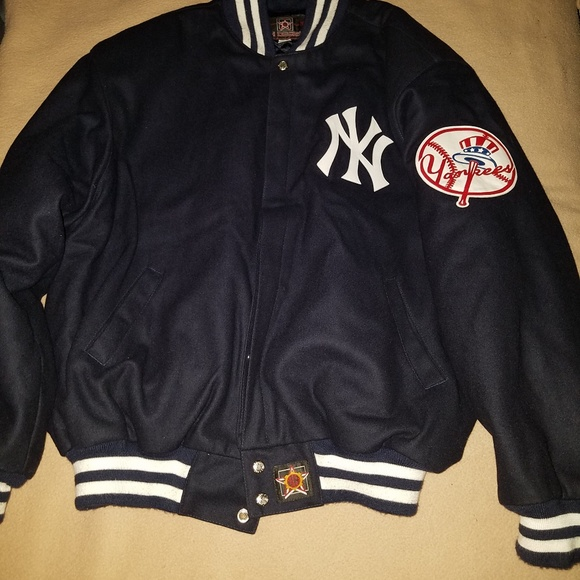 65109fa07 New York Yankees jacket size 2XL